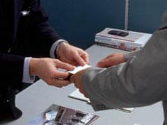 名刺交換の画像